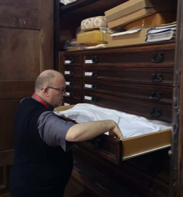 Специальные ящики для хранения старинных риз в Миланском соборе